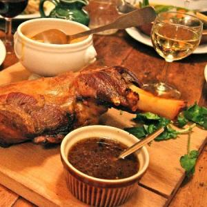 A shoulder of lamb for two? S'il vous plait!