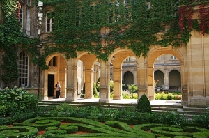 The Museum Carnavalet has a lovely inner courtyard  to lounge in on sunny days.